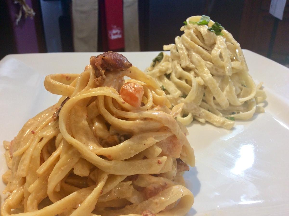 Fettucini de Chipotle y Tocino Vs. Fettucini de queso azul yajo
