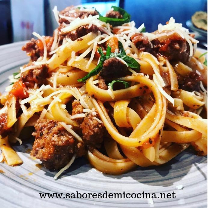 Fettuccini con salsa marinara concarne